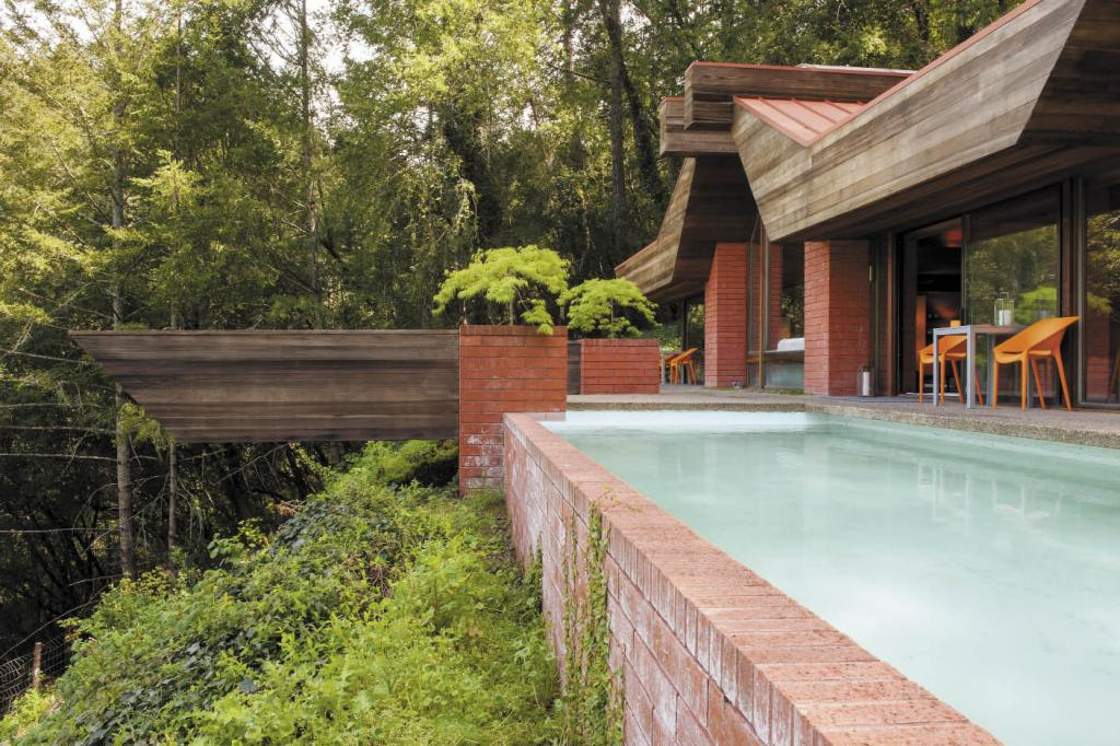 The rear of the home has a massive deck called The Prow, which is cantilevered out from the mountainside, as well as a swimming pool.