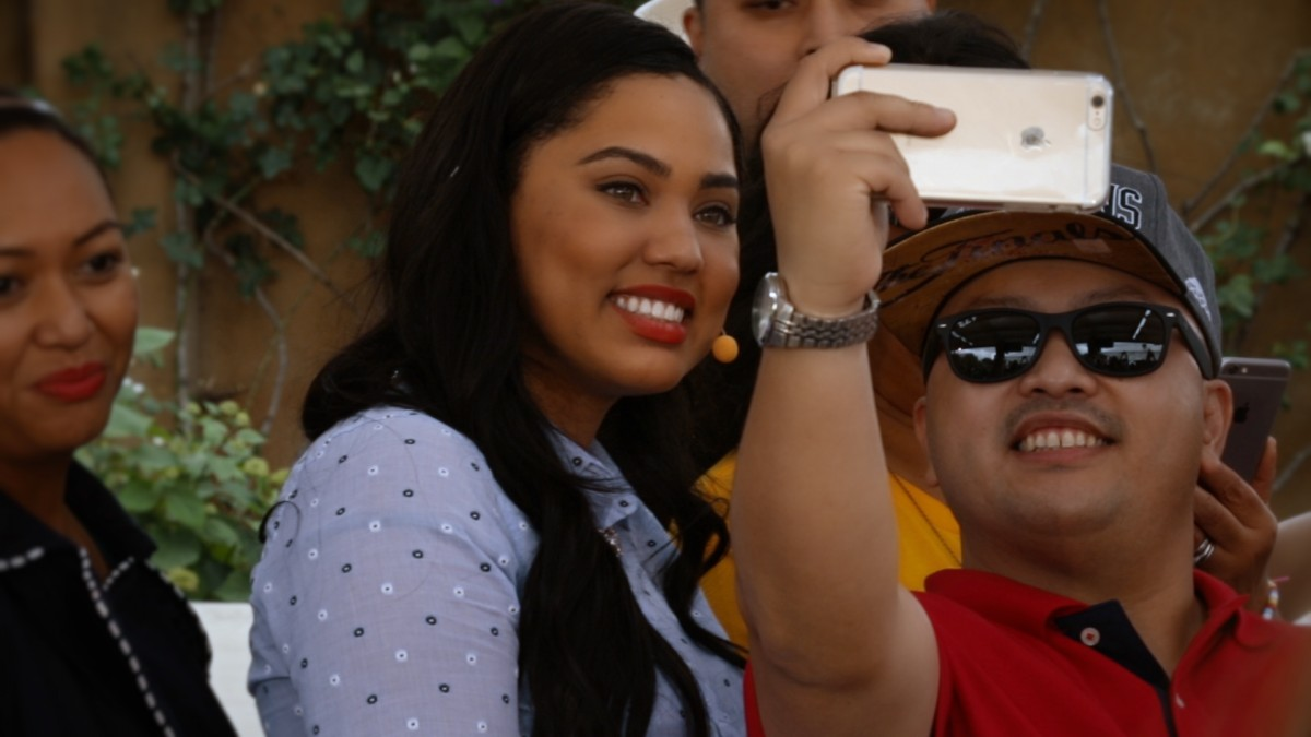 Fans lined up to take selfies with celebrity chef Ayesha Curry.
