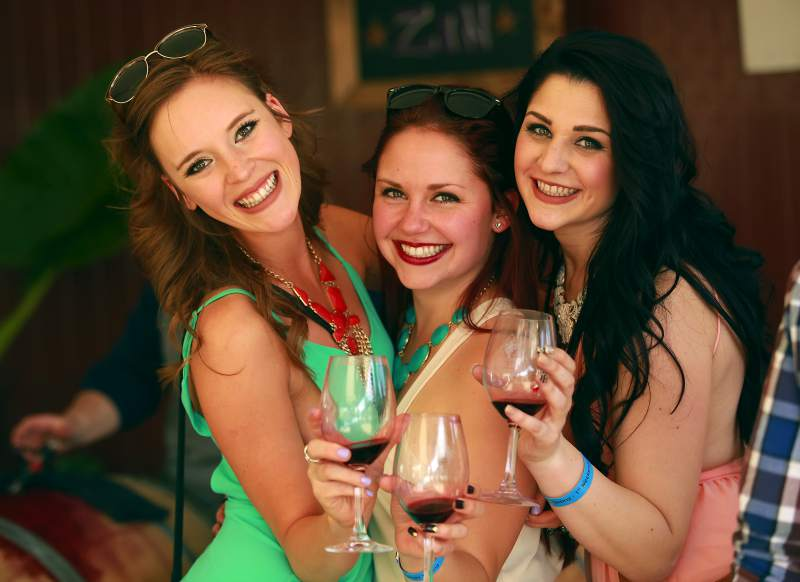 Do: Go wine tasting with friends. Everything tastes better