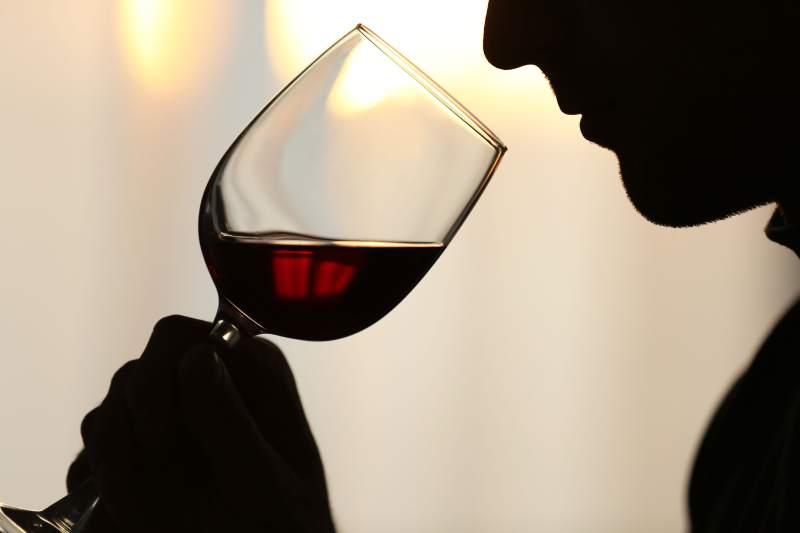 Do: Sniff the wine and then say the first thing that comes to mind as to what it smells like.