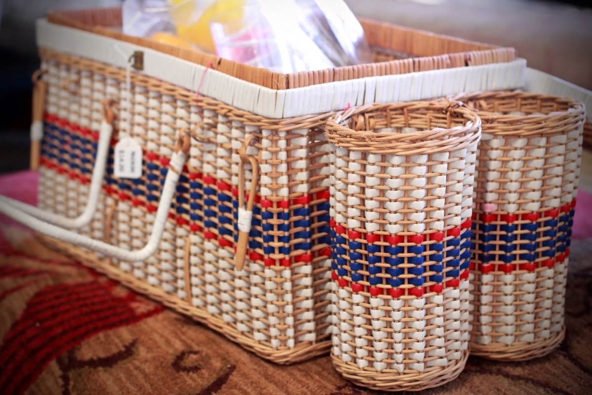 Picnic basket with plasticware, Pick of the Litter.