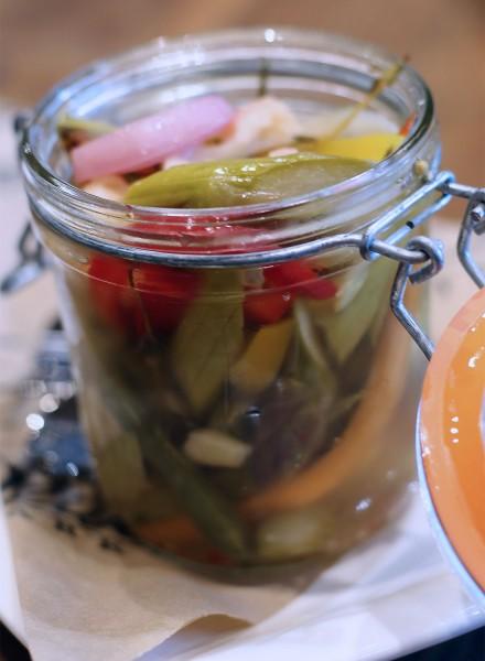 hi0516_oliverstavern_pickledveg-440x600