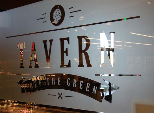 hi0516_oliverstavern_signage_front-600x440
