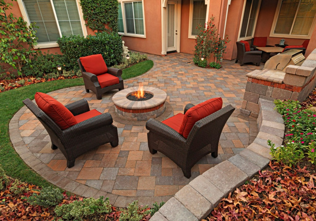 5 gorgeous outdoor rooms to enhance your backyard - Paver designs for backyard ...