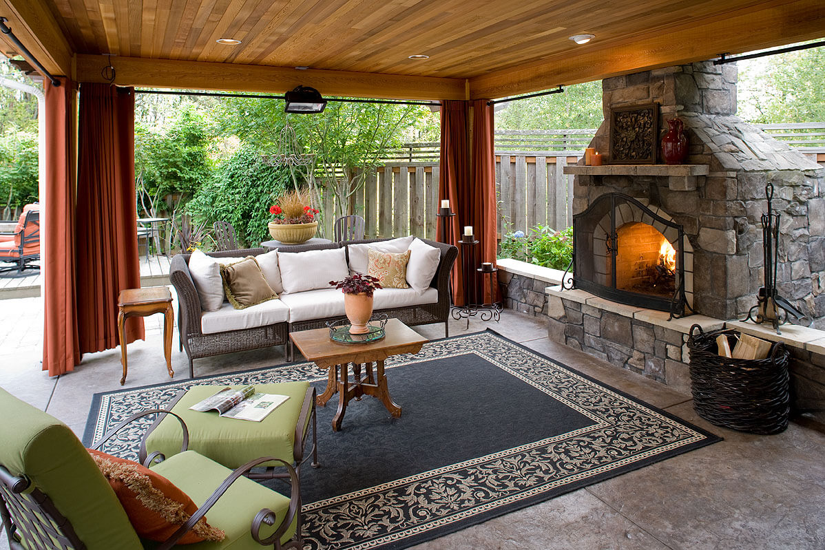 5 gorgeous outdoor rooms to enhance your backyard for Outdoor room with fireplace