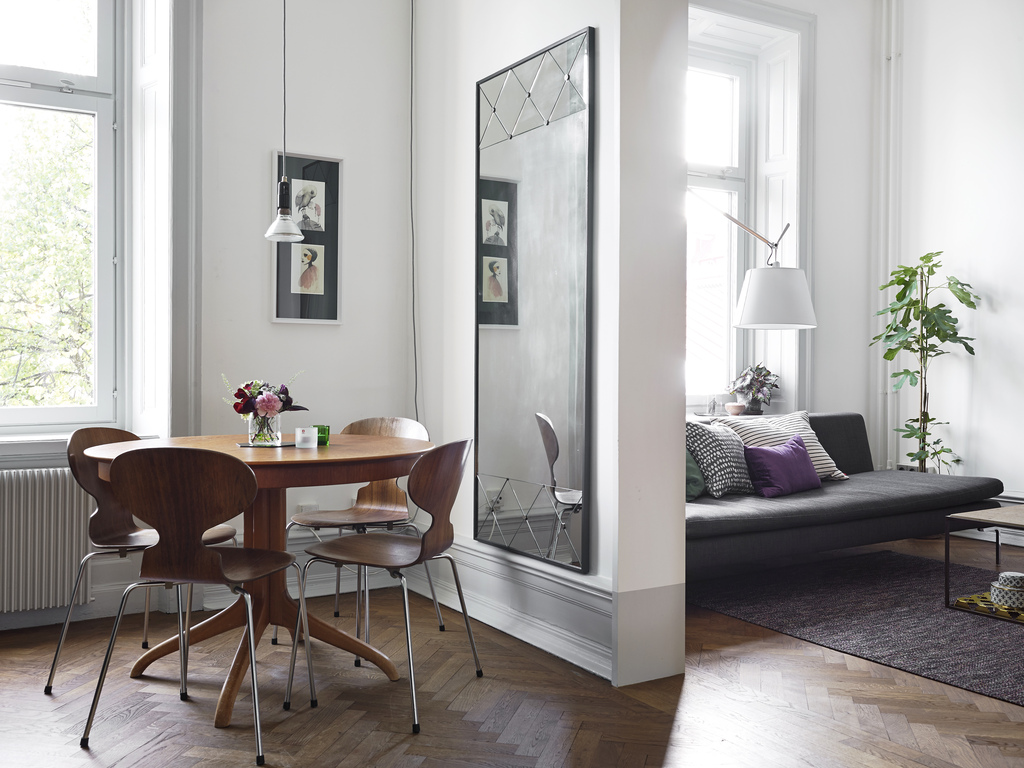 7 Ways Mirrors Can Make Any Room Look Bigger