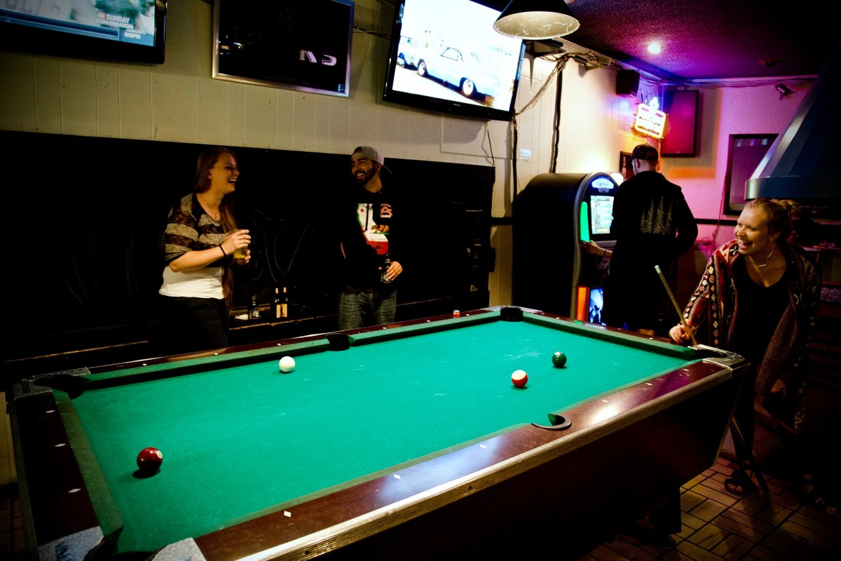 A friendly game of pool at the Round Robin in Santa Rosa. (Photo by Estefany Gonzalez)