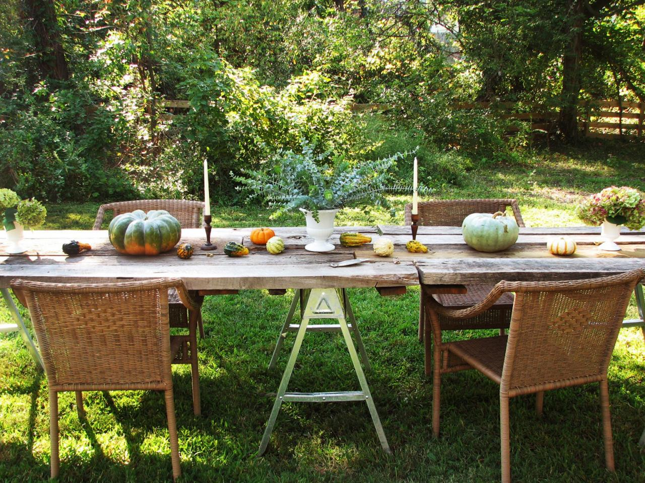 how to decorate your yard for autumn entertaining