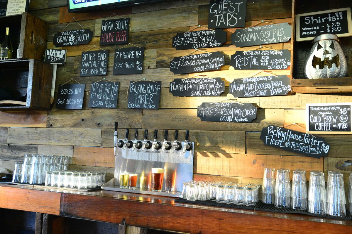 The bar at Grav South Brew Co. (Photo by Tim Vallery)