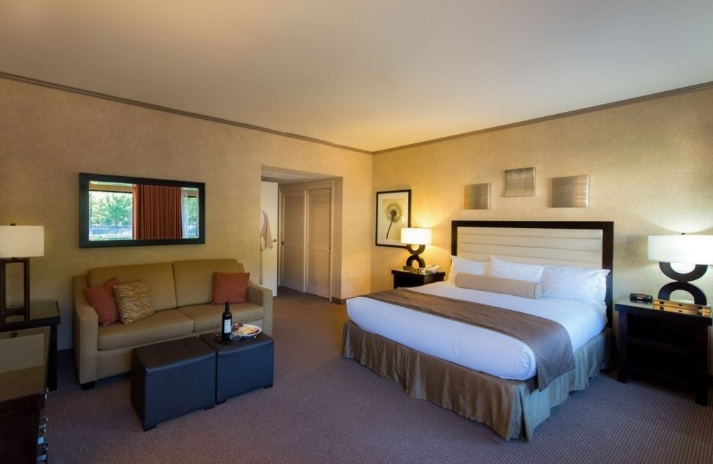 Room at the Flamingo.