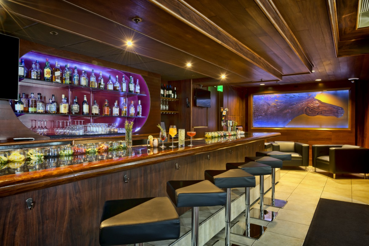 Bar at the Fountaingrove Inn Hotel & Conference Center