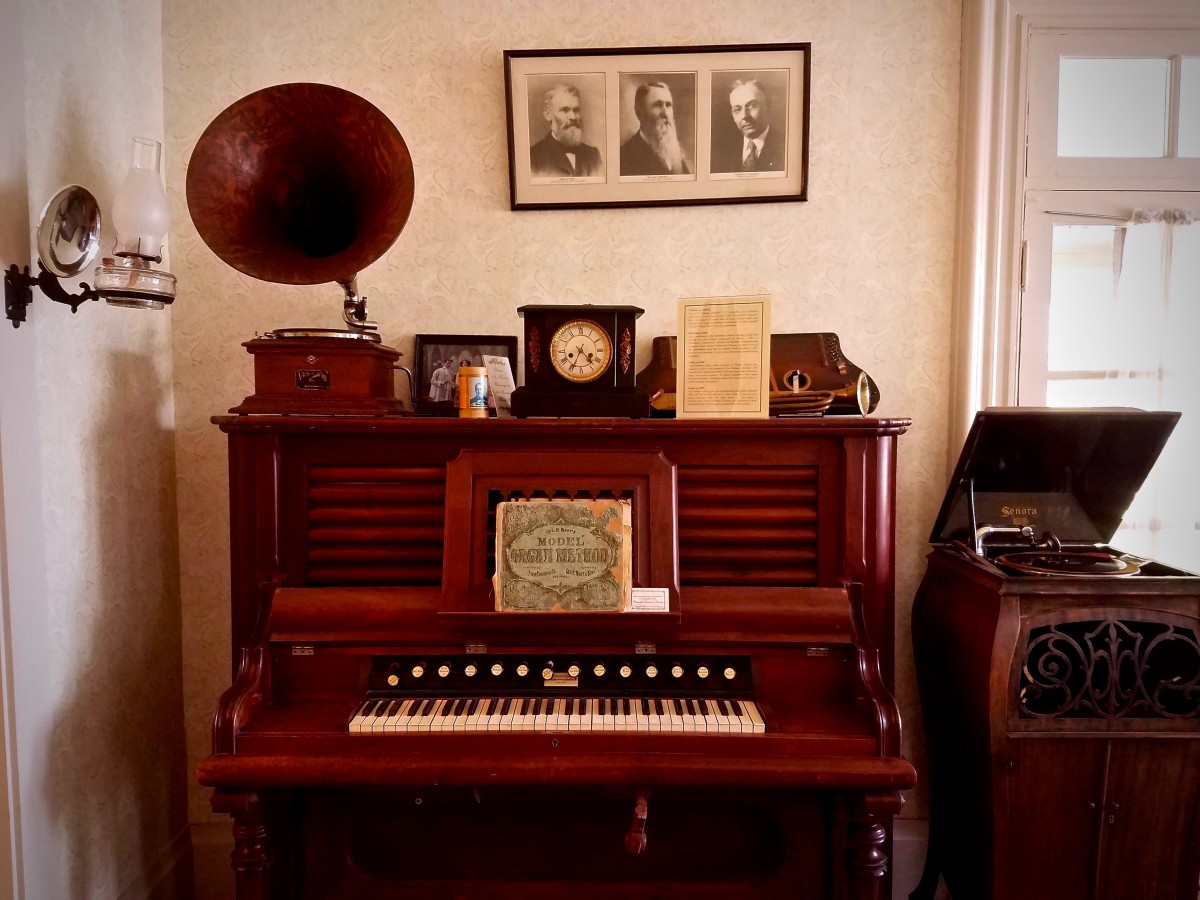 Organ inside of the Gould-Shaw House in Cloverdale. (Photo by Chelsea Kurnick)