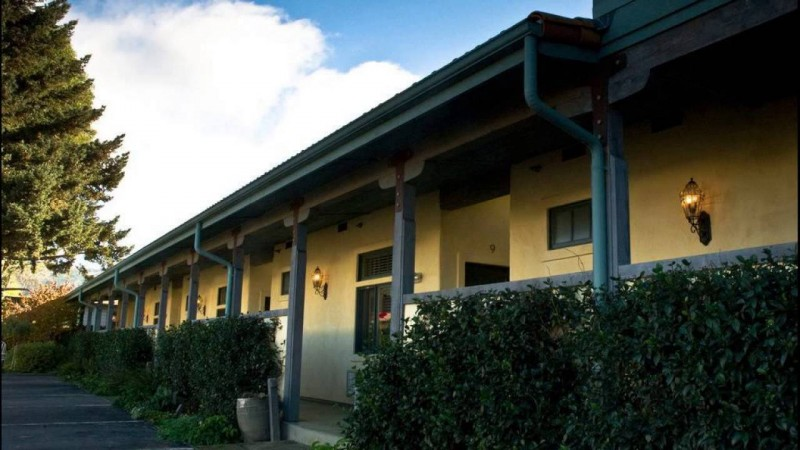 Sonoma Creek Inn (Image via YouTube)