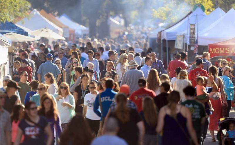 Crowds flock to the Santa Rosa Wednesday Night Market, May 6, 2015. (Kent Porter / Press Democrat) 2015