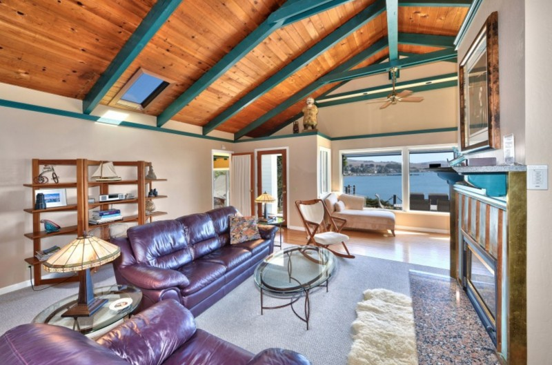 Captain's Lookout. Living room overlooking the ocean. (Photo courtesy of Bodega Bay and Beyond)