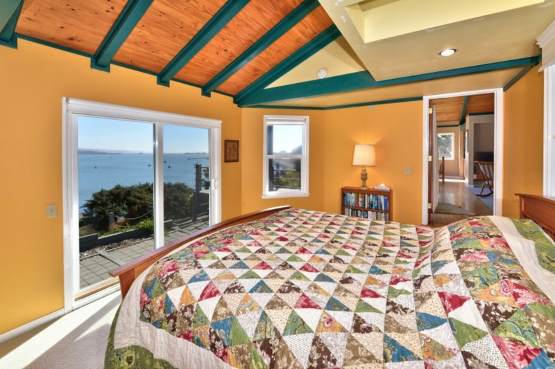 Captain's Lookout. Bedroom.(Photo courtesy of Bodega Bay and Beyond)