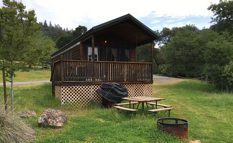 Deluxe cabin at the Cloverdale KOA. (Photo courtesy of daveandheidi.com)