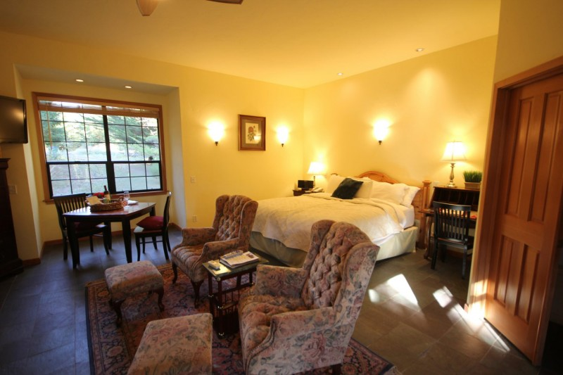 Premium Villa King room. (Photo Courtesy of Sonoma Coast Villa)