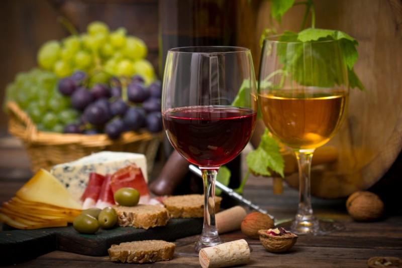 Complimentary wine tasting. (Photo Courtesy of Sonoma Coast Villa)