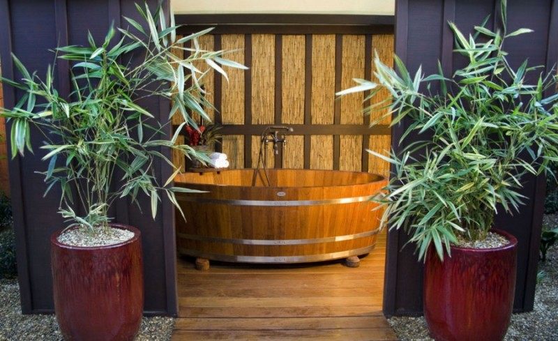 Teak wine soaking tub. (Photo courtesy of macarthurplace.com)