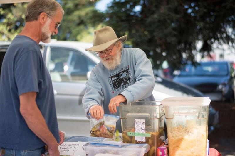 Healdsburg Famers Market. (Photo by Maggie Preston)
