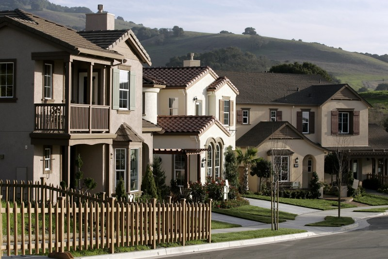 Model homes at the new residential development Sagewood at Ragle Ranch, in Santa Rosa. January 12, 2006. (The Press Democrat/ Christopher Chung) cc0112_HomesSagewood.jpg Christopher Chung