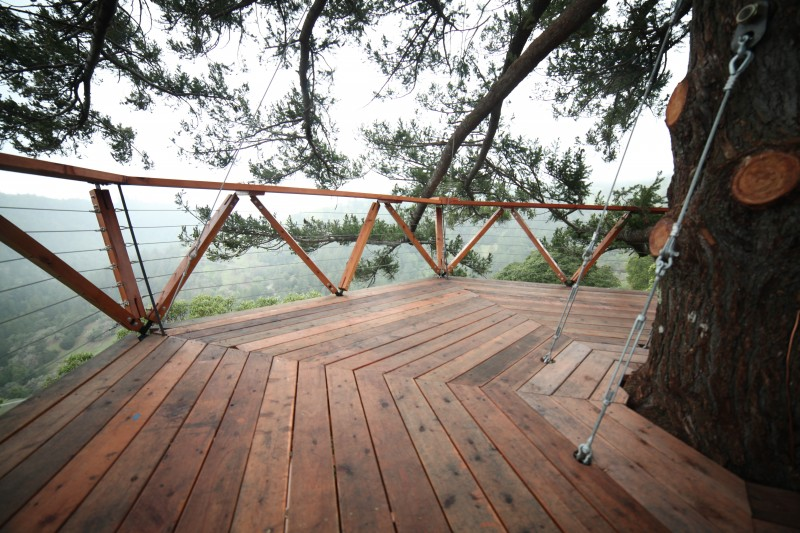 The deck at the Geyserville Treehouse. (Benjamin Ariff/O2 Treehouse)