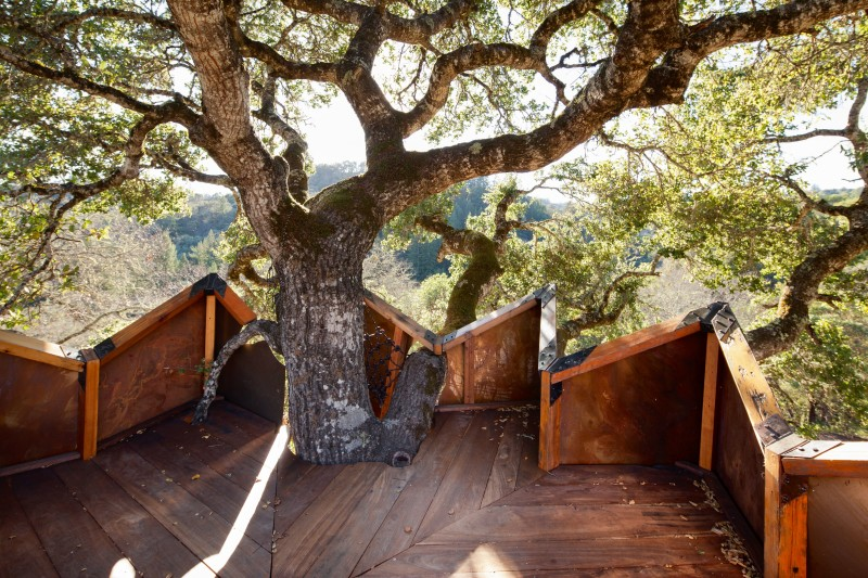 The wine deck at the Healdsburg treehouse. (Benjamin Ariff/O2 Treehouse)