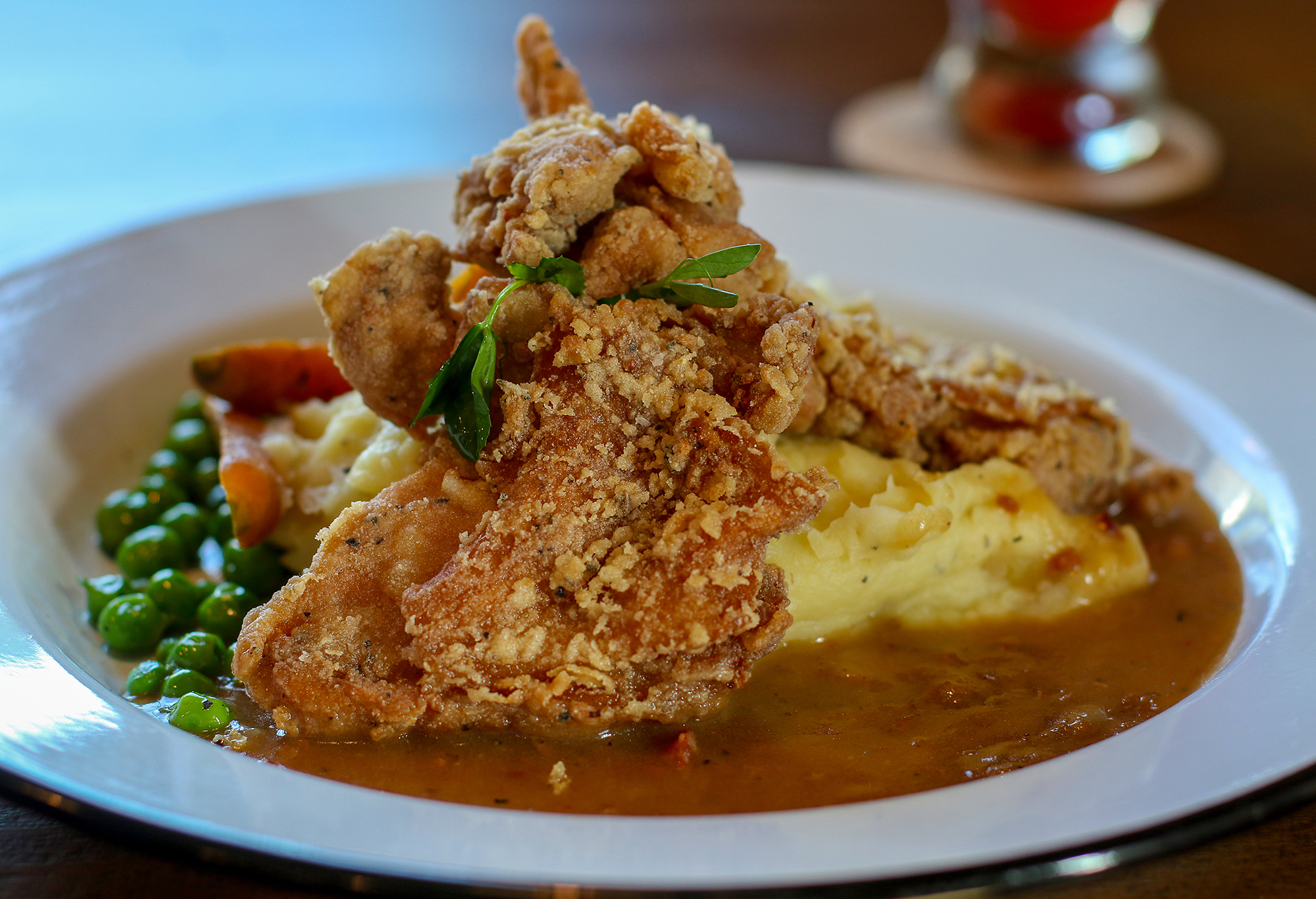 Fried chicken with mashed Yukons, peas and carrots at Tips Roadside in Kenwood. Heather Irwin/PD
