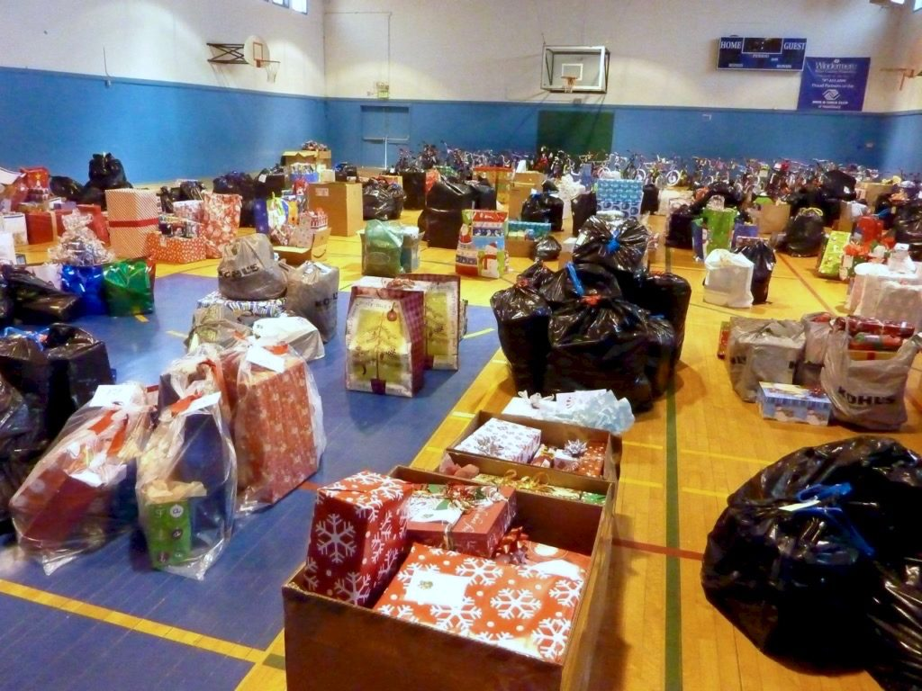 Healdsburg Residents Adopt Families in Need for Christmas