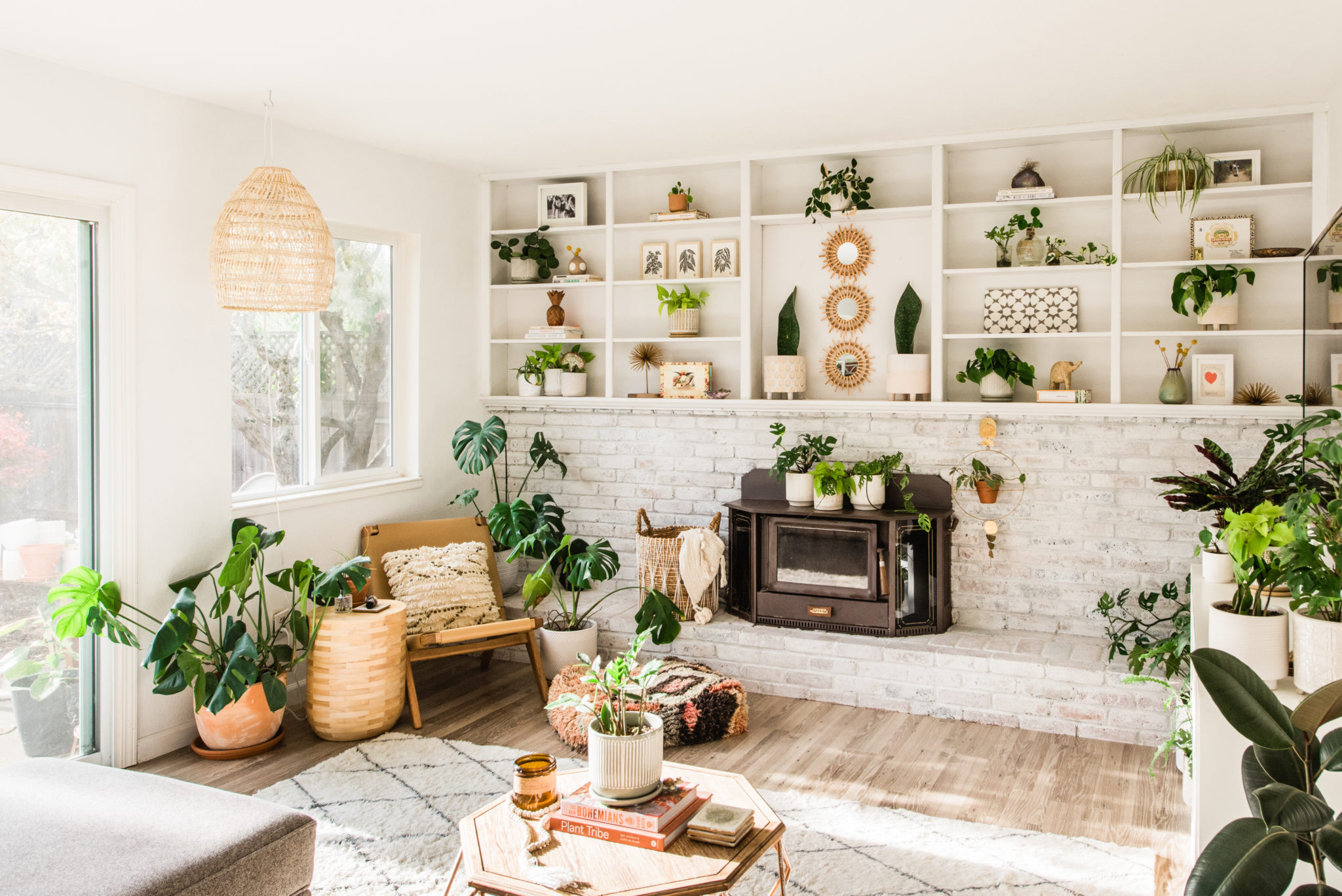 A Jungle of Indoor Plants and Plenty of Natural Light Updates ...